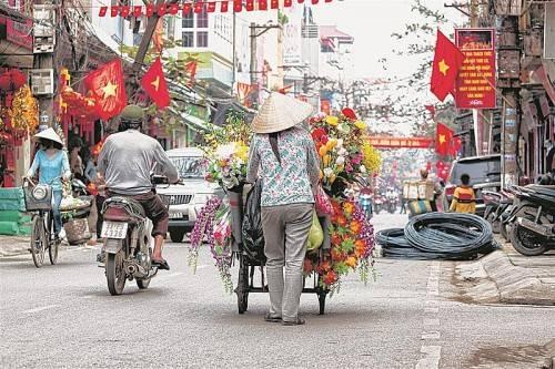 Für Europäer sind die Straßen Hanois ein einziges Chaos, dem man endlos fasziniert zusehen könnte. Foto: John Bill