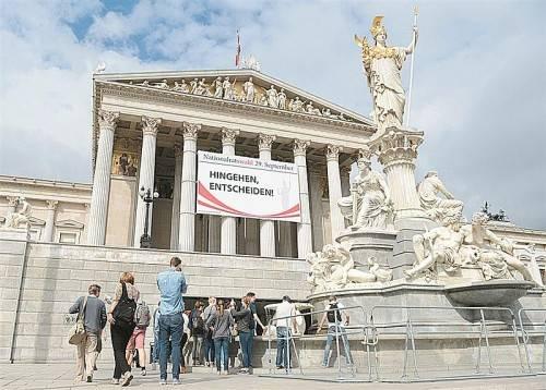 Gewählt wird am Sonntag der Nationalrat. Aber hat er Macht? Voggenhuber sieht keine. Foto: APA