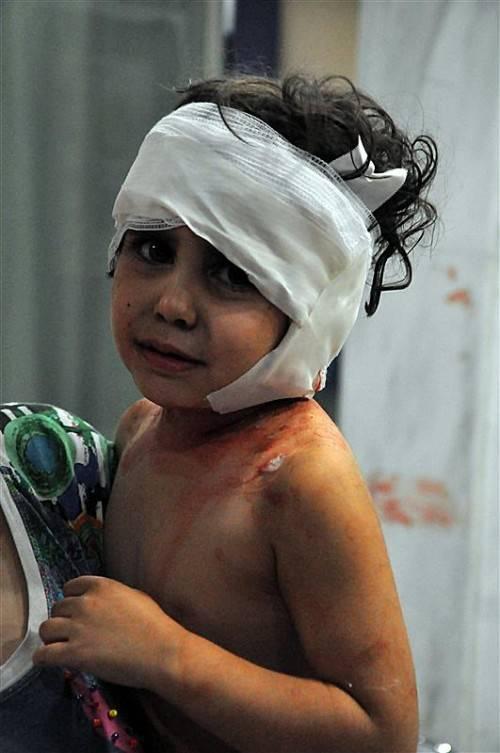 Gewalt ist keine Lösung. Die Opfer sind die Kinder. Foto: EPA