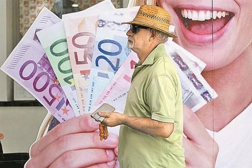 Griechenland steht unter Sparzwang: Für einen Wirtschaftsaufschwung gibt es laut Experten derzeit keine Voraussetzungen. Fotos: EPA