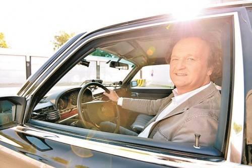 Hanno Settele als Kandidaten-Chauffeur. Foto: ORF/Ramstorfer
