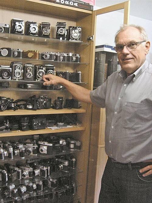 Hans Kohlers privater Sammlerstolz: An die hundert Kameras aus zwölf Jahrzehnten. Foto: Sohm