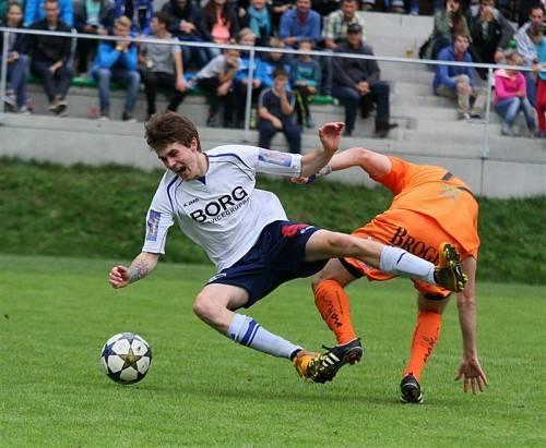 Heiße Duelle lieferten sich die Spieler in Bizau. Foto: Knobel