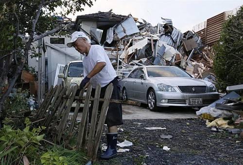 In zahlreichen Ortschaften an der Ostküste Japans haben Tornados eine Spur der Zerstörung hinterlassen. Foto: EPA