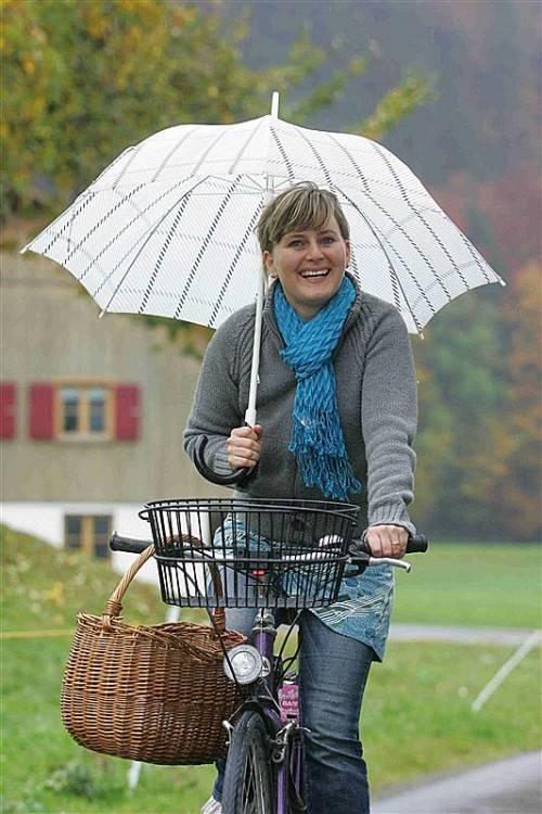 Ingeborg aus Bezau trotzt Wind und Wetter. Foto: VN/Hofmeister