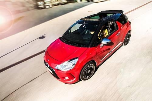Ist das ein Cabrio oder nur eine Faltdach-Limousine? Und vor allem: Wen interessiert das? Fotos: VN/Steurer