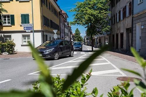 Jessica Miller kritisiert, dass trotz neuen Verkehrskonzepts die Polizei zur Verkehrsregelung notwendig war. Foto: VN/Steurer