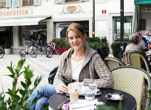 Johanna Köb ist politikinteressiert, lebt und arbeitet in Zürich und nimmt ihr Wahlrecht sehr ernst. Foto: VN/Maier-Ortner