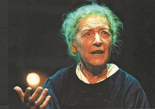 "Julia Gschnitzer spielt im neuen Vögel-Stück ""Romys Pool"". Foto: APA, ORf, VN, Filmverleih"
