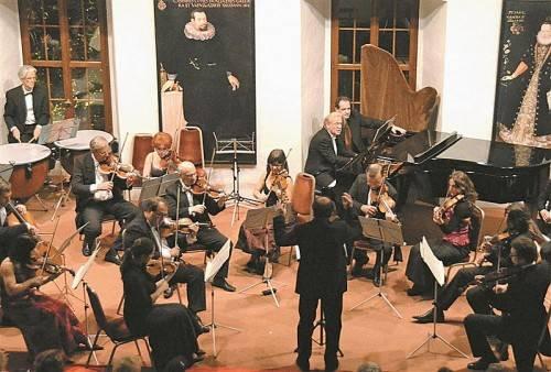 Kammerorchester Arpeggione mit Pianist Udo Kreuels. Foto: JU