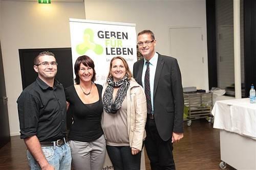 Schriftführerin Christine Reiter und Landesrat Christian Bernhard.