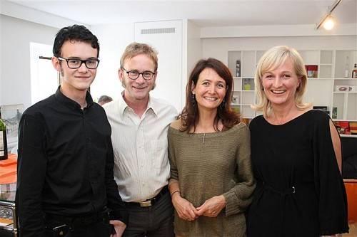 Lukas, Thomas und Marion Hechenberger mit Grafikerin Christine Schaflinger (v. l.). Fotos: Schwald