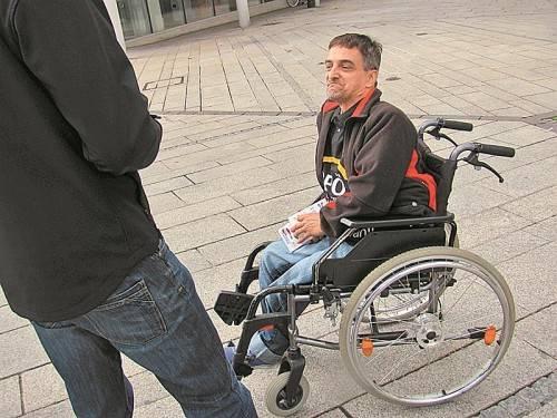 Manfred Mottl ist bis zu den Nationalratswahlen jeden Tag unterwegs, um Stimmen für die CPÖ zu werben. Foto: hrj