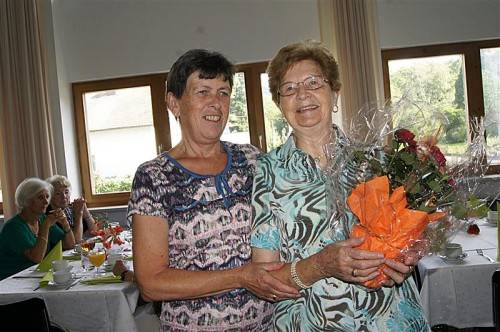 Maria Fitz bekam als Jubiläumsgast Blumen überreicht. Foto: eh