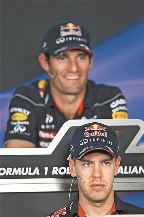 Mark Webber (hinten) ist überzeugt: Sebastian Vettel wird in zwei Jahren zu Ferrari wechseln. Foto: gepa