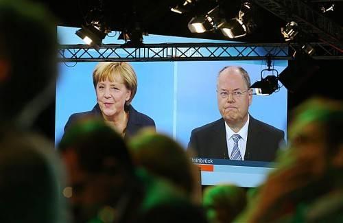 Merkel zog eine zufriedene Bilanz. Ihr Herausforderer Steinbrück machte sie für die soziale Ungerechtigkeit in Deutschland verantwortlich. Epa