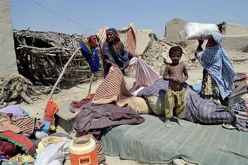 Mindestens 20.000 Häuser sind bei dem heftigen Erdbeben in Pakistan zerstört worden. Die Opfer warten dringend auf Hilfe. Foto: AP