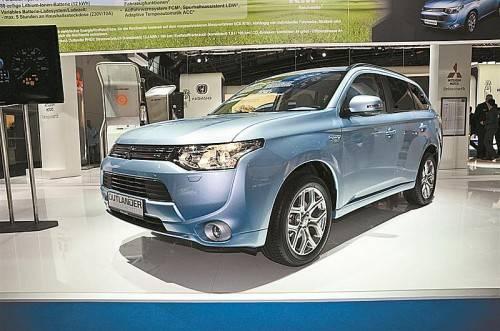 Mitsubishi bringt die Plug-In-Hybrid-Version des geräumigen Outlander mit Allradantrieb Anfang 2014 nach Österreich.