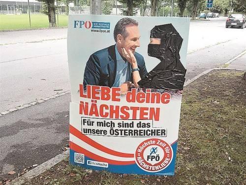 Nahe dem Bregenzer Gymnasium Blumenstraße haben Unbekannte den Sinn dieses Plakats grundlegend umgedeutet. Foto: VN