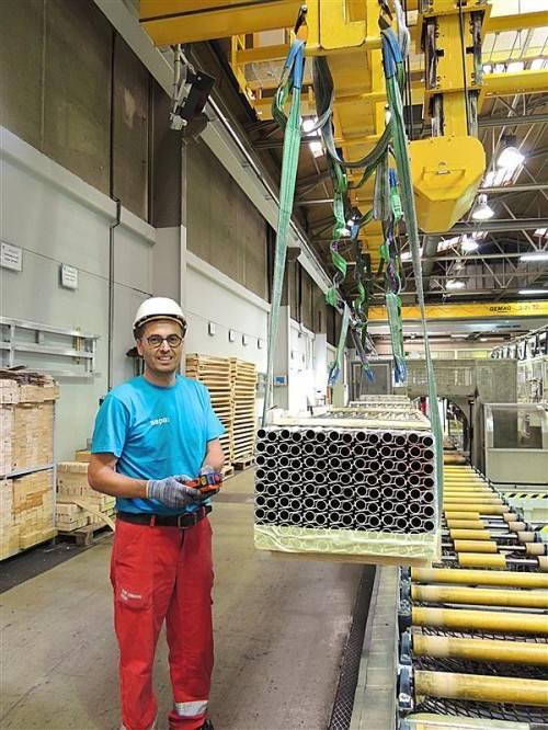 Nenzing wird beim neuen Weltmarktführer für Alu-Lösungen aufgewertet. Die Mitarbeiter haben bereits die neue Arbeitskleidung erhalten.