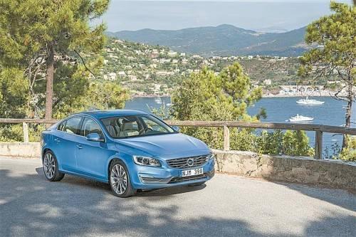 Neu gestylter Volvo S60: In Zukunft nur noch Vierzylinder – das spart Gewicht und Verbrauch. Fotos: werk