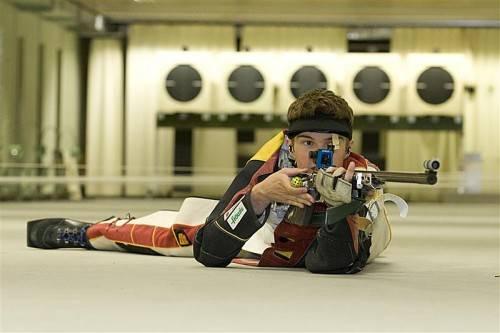 Parade-Gewehrschütze Thomas Mathis holte sich in Innsbruck fünf Medaillen, darunter Gold im Liegend- und Stehendbewerb. Foto: shourot