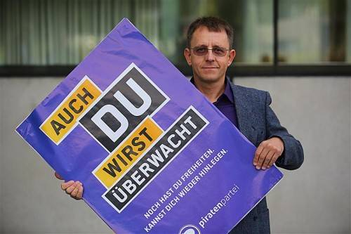 Pirat Friedrich Gsellmann setzt sich im Wahlkampf gegen die Überwachung zur Wehr. Foto: VN/Hartinger