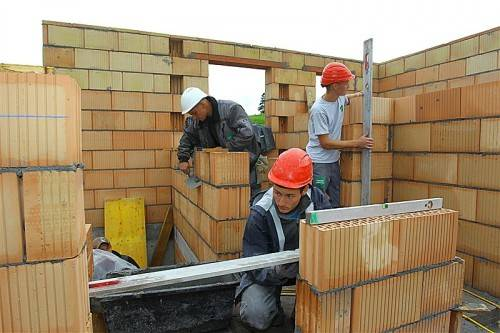 Die neue Wohnbauförderung und die Entrümpelung der Vorschriften sorgen für ordentliche Ersparnis am Bau. Foto: VN/Hofmeister