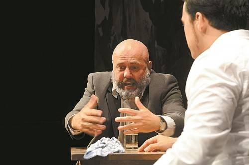 """Probenszene am Theater Kosmos: Günter Baumann spielt den Alten in """"Das Reich der Mitte"""" von Max Lang. Foto: Edgar Leissing"""