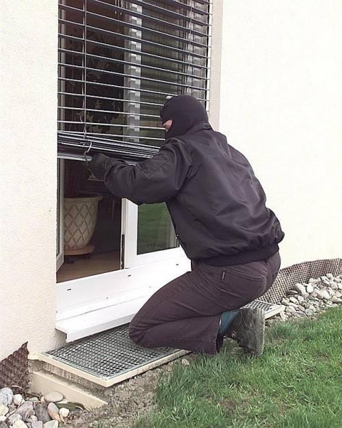 Profi-Einbrecher brauchen nur wenige Sekunden, um Fenster oder Terrassentüren aufzuhebeln. Foto: VN