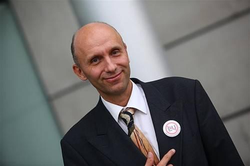 Robert Marschall wirbt für den Austritt Österreichs aus der EU und die Rückkehr des Schillings. Foto: VN/Hartinger