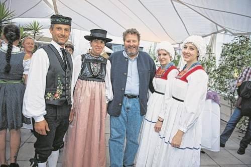 Rupp-Chef Josef Rupp (M.) mit den Alma-Sennerinnen Leoni und Chiara sowie Frank und Andrea Martin.