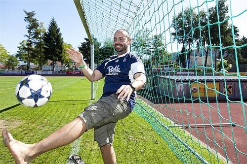 Sandro Frick und seine Fußballerkollegen treten nicht nur das runde Leder. Integration wird beim Verein FC Tosters seit Jahren groß geschrieben. Foto: D. Mathis