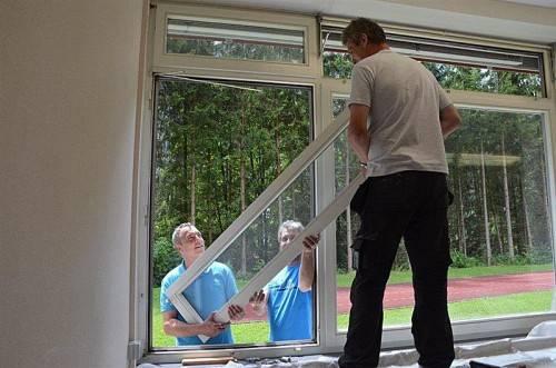 Sanierungsförderung (mit Fenstertausch) stabilisierte den Arbeitsmarkt und sorgte für die Erneuerung des Wohnbestands. Foto: Burtscher