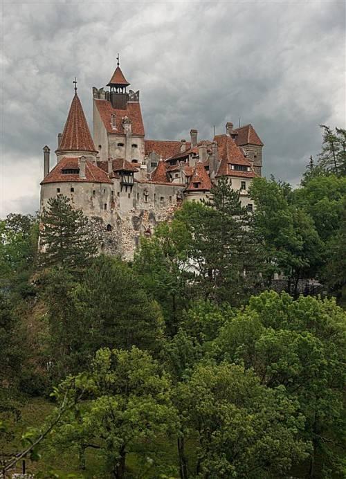 Schloss Bran in Transsilvanien wird mit Lampen von Ledon ausgestattet. Die Energieeinsparung beträgt 85 Prozent. Foto: ledon
