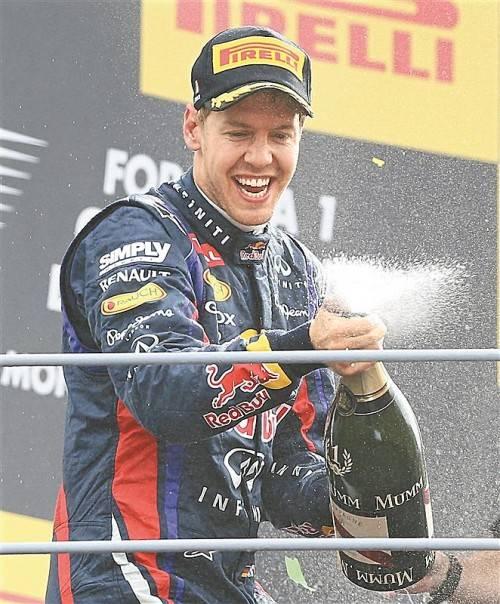 Sebastian Vettel kommt aus dem Feiern nicht mehr heraus. Nach dem Erfolg in Spa fuhr der Deutsche auch in Monza überlegen zum Sieg. Foto: ap