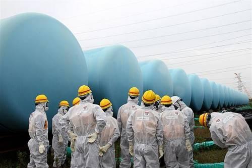 Seit der Erdbeben- und Tsunami-Katastrophe 2011 wird zur Kühlung der Reaktoren unentwegt Wasser eingepumpt und später in Tanks gelagert.