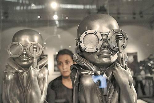 Skulptur des Schweizer Künstlers HR Giger, die im Linzer Lentos Museum zu sehen ist. Foto: APA