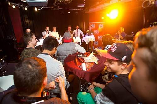 VN-Wahldiskussion im Jugendtreff Vismut in Dornbirn: Zeitungen stützen und beleben die Demokratie. Foto: VN/Steurer