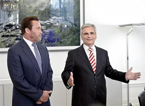 """Spontaner Besuch: Faymann empfing """"Arnie"""" im Kanzleramt. APA"""