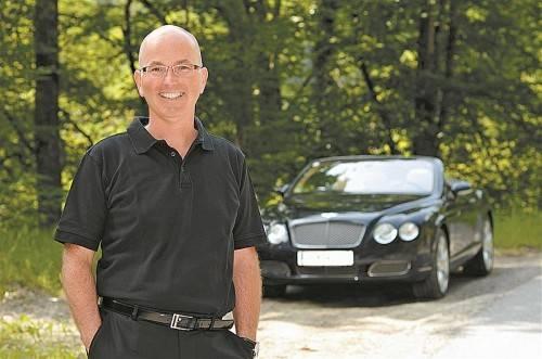 Stefan Oberhuber berät Interessenten markenneutral bei Fahrzeugwünschen und allen dazugehörigen Leistungen. Foto: B. Wüschner