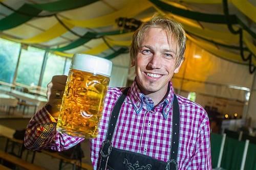 Stephan Winder organisiert im Fohren Center das größte Oktoberfest des Landes. Foto: vn/Steurer
