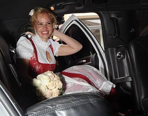 Strahlende Braut: Seit sechs Jahren lebt Blanco mit der 40 Jahre jüngeren Luzandra Strassburg zusammen. Fotos: DPA