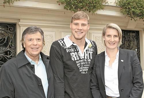 Streit ausgeräumt: Dinko Jukic mit Birgit Fürnkranz-Maglock und Peter Schröcksnadel. Foto: APA/OSV/DIENER/MANHART