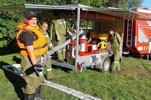 Stützpunktfeuerwehren werden für den Kampf gegen das Hochwasser mit Spezialgeräten ausgestattet. Foto: VN/ Hofmeister