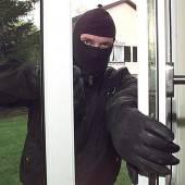 Einbrecher kommen in der Dämmerung /B1