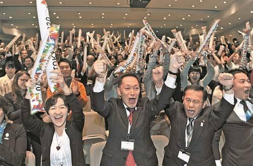 Tokios Delegation jubelt: Aus der Bewerbung für die Sommerspiele 2020 ging man als Sieger hervor. Foto: apa
