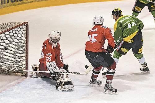 Toni Saarinen steht am richtigen Ort: Der Lustenau-Kapitän trifft gegen Jesenice zur 1:0-Führung. Foto: stiplovsek
