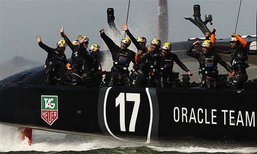 Unbeschreiblicher Jubel bei der Crew des Oracle Teams nach dem sechsten Rennsieg in Folge. Reuters
