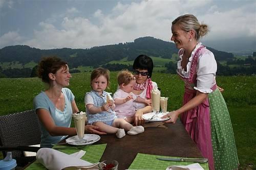 Urlauber aus dem In- und Ausland fühlen sich in Vorarlberg im Sommer wie Winter wohl. Foto: l. berchtold